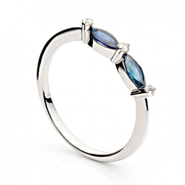 Кольцо из белого золота с сапфирами и бриллиантами Александра 000030388