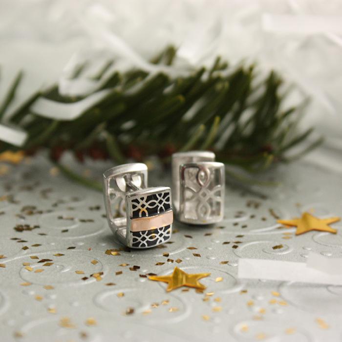 Серебряные родированные пуссеты с золотыми накладками, черной эмалью и фианитами 000062152 000062152
