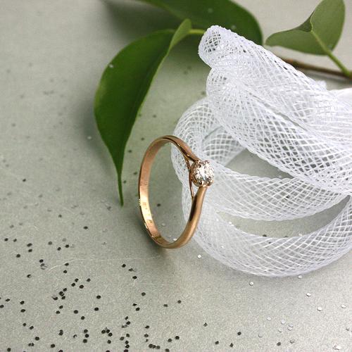 Золотое кольцо Первый поцелуй в красном цвете с бриллиантом 000031506