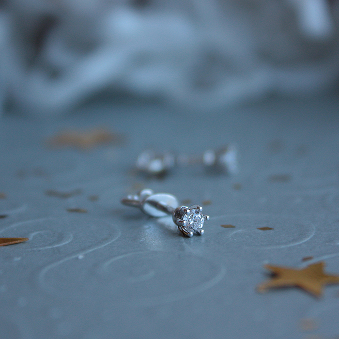 Золотые серьги-пуссеты Лилея в белом цвете с фианитами 000069370