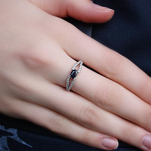 Серебряное кольцо с сапфиром и фианитами Барбарис 1625/9р-SPH