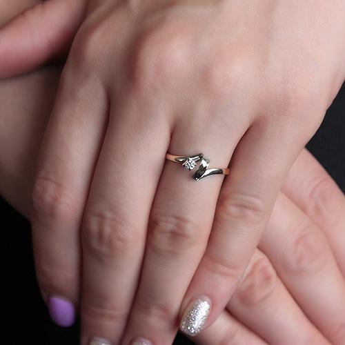 Золотое кольцо Танец любви в комбинированном цвете с бриллиантом  VLA--15620