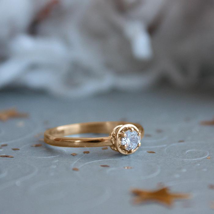 Золотое кольцо Кристин с белым фианитом 000079925