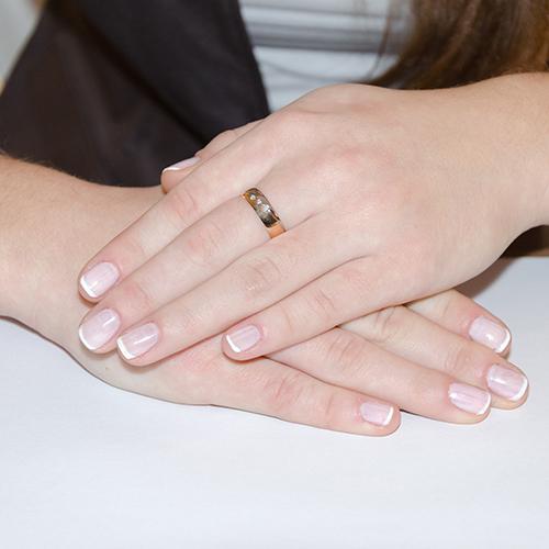 Золотое обручальное кольцо История любви в комбинированном цвете с бриллиантами 000007244