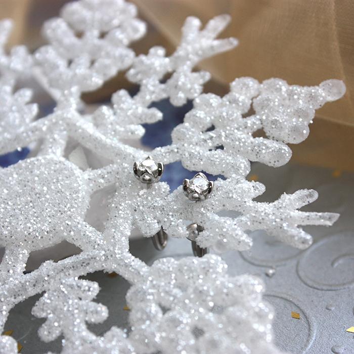 Золотые пуссеты Тюльпанчики в белом цвете с бриллиантами 000041230
