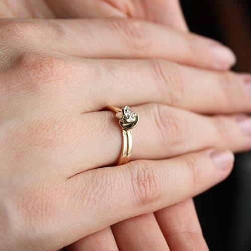 Золотое кольцо Весна в комбинированном цвете с бриллиантом VLA--13660