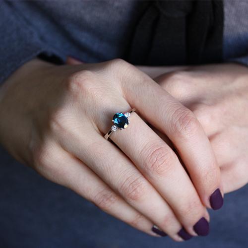 Серебряное кольцо Забвение с лондон топазом и фианитами 000032440