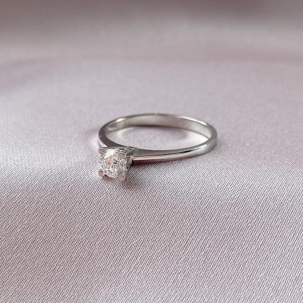 кольца помолвочные с бриллиантом