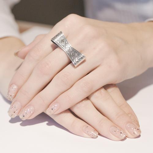 Кольцо в виде банта от Сальто из серебра