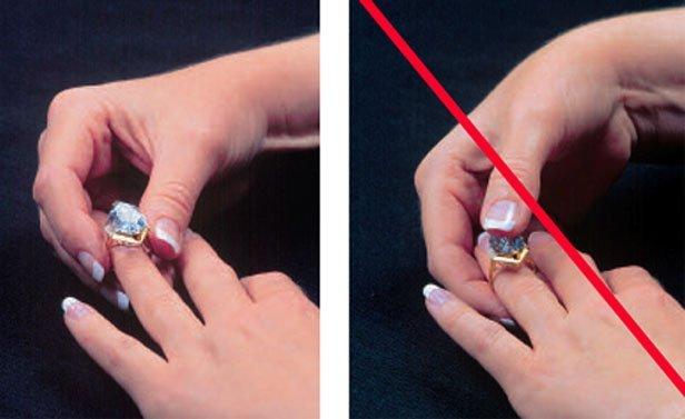 Чем почистить серебряное кольцо с камнем в домашних условиях
