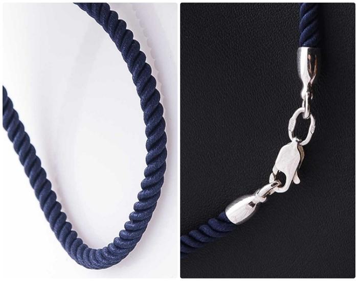 Синие шнурки на шею