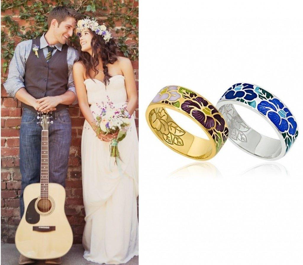 Золотые парные кольца с ювелирной эмалью