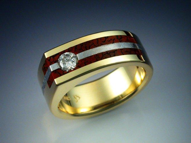 Мужское золотое кольцо с костью динозавра