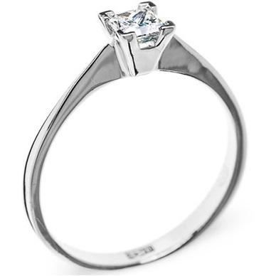 Изысканное кольцо с бриллиантом