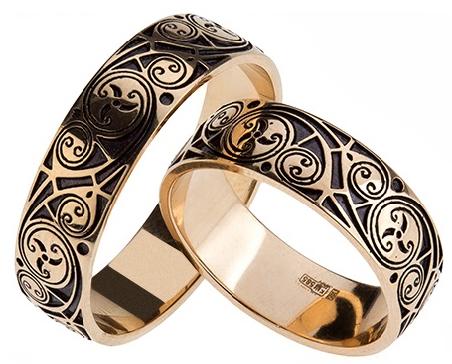 Пара изысканных золотых колец