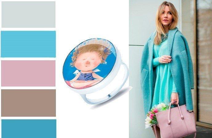Кольцо из голубой вставкой в сочетании с разными цветами одежды