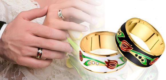 Золотые обручальные кольца с эмалью