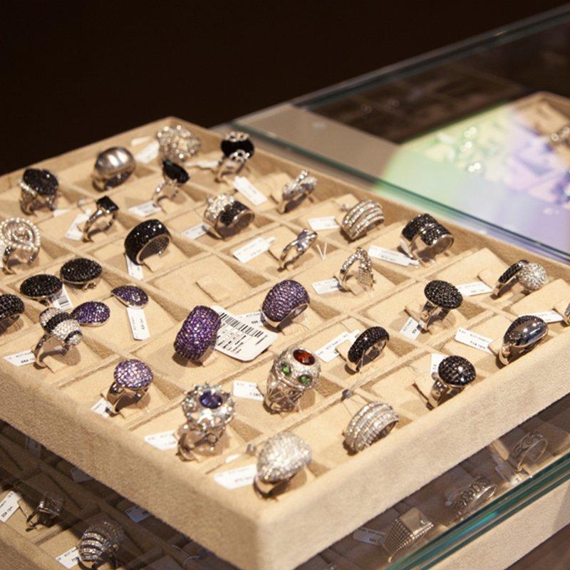 Более 1000 ювелирных украшений на разный вкус и бюджет ждут Вас в шоуруме Zlato.ua в ТЦ Silver Breeze