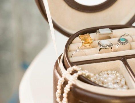 Шкатулка с украшениями с драгоценными камнями