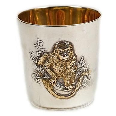 Рюмка с обезьянкой из серебра