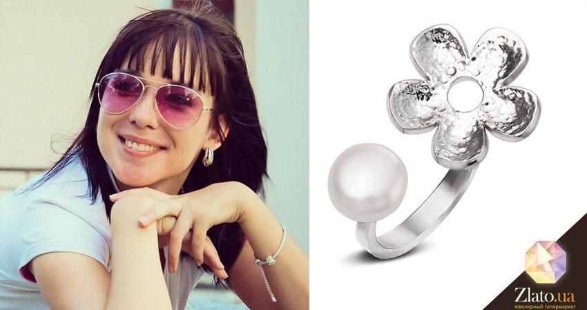 Елена получила кольцо серебряное в цветочном мотиве