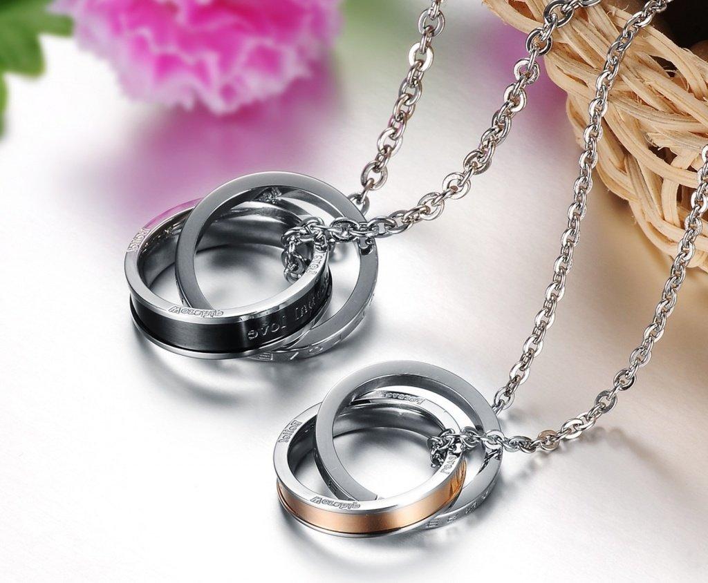 Модная тенденция - кольца на цепочке