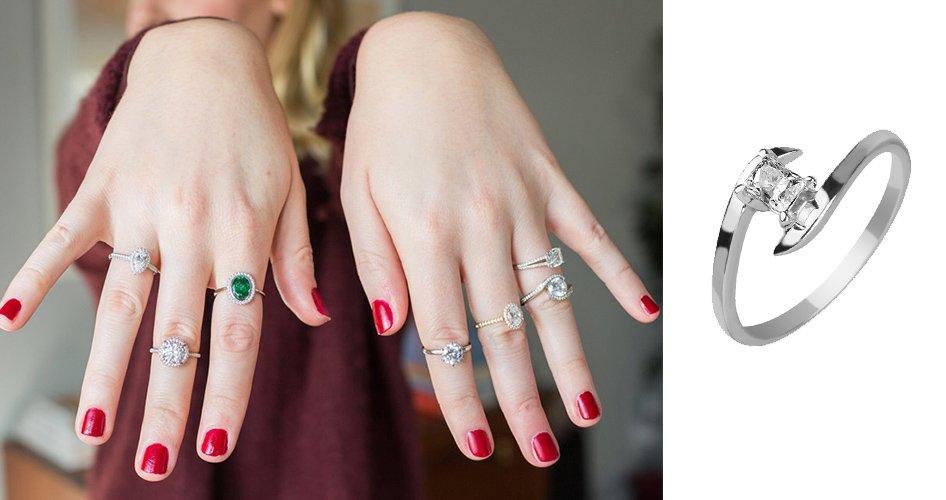 Помолвочные кольца на женской руке