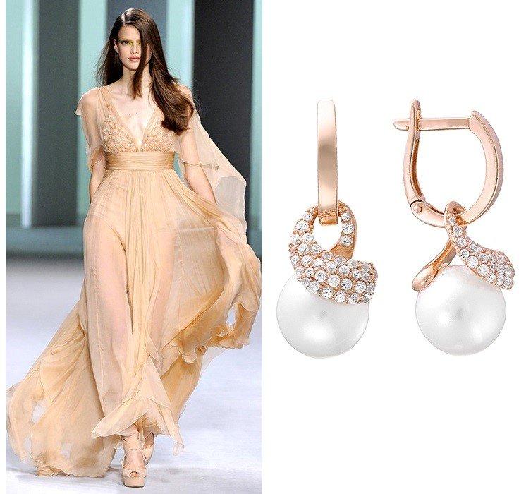 Золотые серьги с жемчугом для выпускного платья в постельном тоне