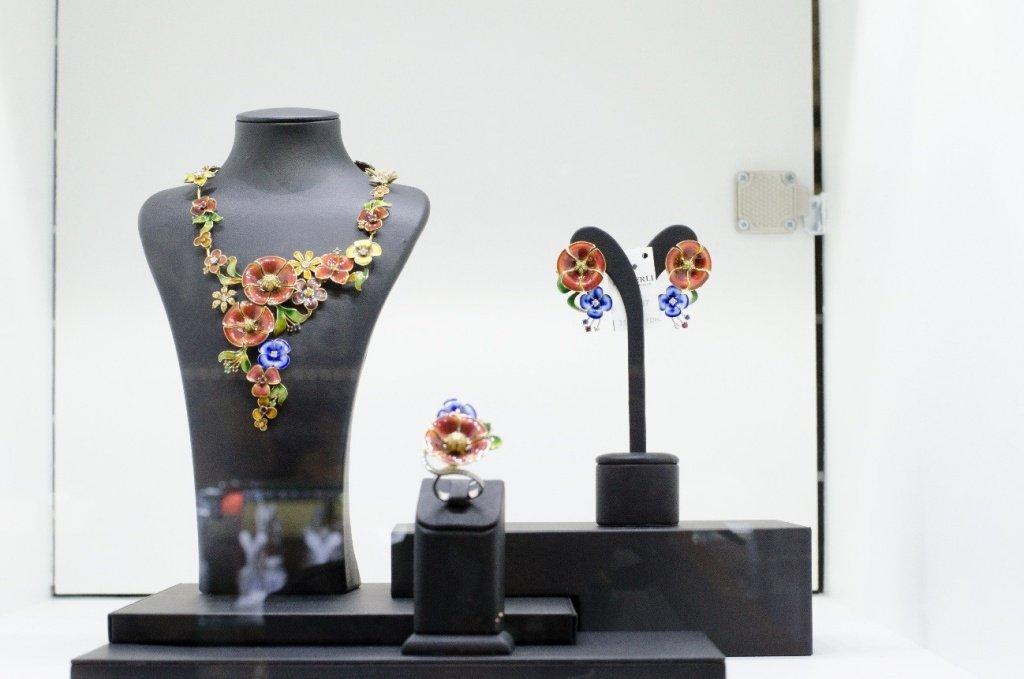 Модные украшения с растительным мотивом