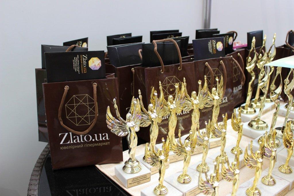 Подарки и памятные статуэтки для участниц конкурса «MINI-MODEL INTERNATIONAL AWARD»