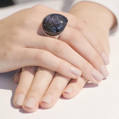 Кольцо с большим камнем