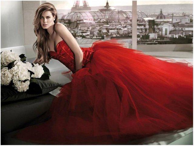 Красное платье для свадебной церемонии