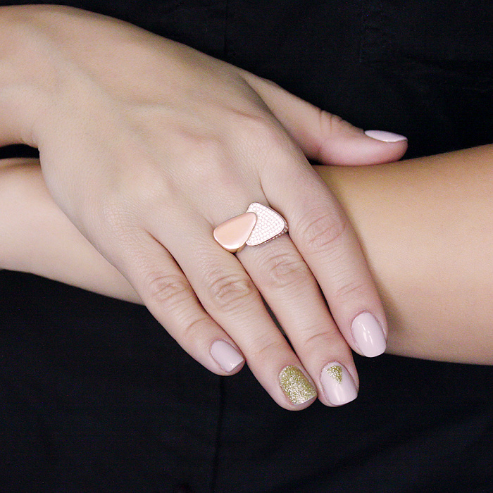 Золотое кольцо Два треугольника в усыпке белых фианитов 000095297