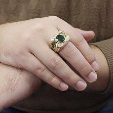 Массивный золотой перстень Красс в желтом цвете с фантазийной шинкой, изумрудами и бриллиантами