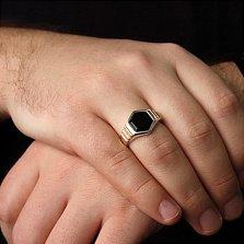 Перстень-печатка из серебра Октис с золотыми вставками и имитацией оникса