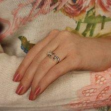 Серебряное кольцо Обнимающий котик с зелеными глазками-фианитами