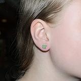 Серебряные серьги-пуссеты  Эпл с зелёным цирконием