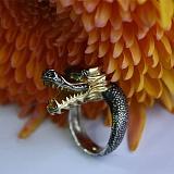 Серебряное кольцо с демантоидом Дракон