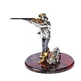 Серебряная статуэтка с позолотой Меткий выстрел