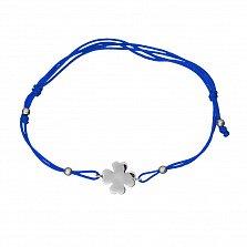 Браслет из синей шелковой нити и белого золота Клевер