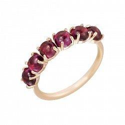 Золотое кольцо в красном цвете с дорожкой гранатов 000102197