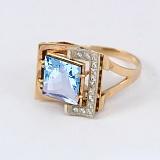 Золотое кольцо с топазом и фианитами Стиль мегаполиса