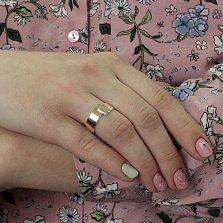 Золотое обручальное кольцо Соединение судеб в красном цвете