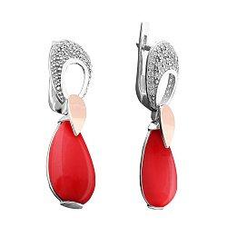 Серебряные серьги-подвески с золотой накладкой, имитацией коралла и фианитами 000102824