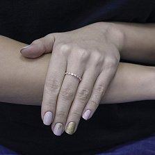 Золотое кольцо Зефира в красном цвете с дорожкой завальцованных фианитов
