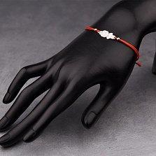 Браслет из шелковой нити в красном цвете Малышка с серебряной фигуркой девочки