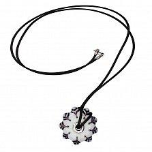 Колье Кремовая анемона из серебра и муранского стекла на каучуковом шнурке