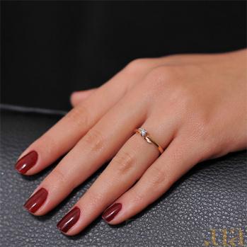 Золотое кольцо  с бриллиантом Антония EDM-КД7413