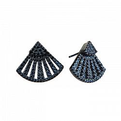 Серебряные серьги-пуссеты с узорами и черными фианитами 000103081