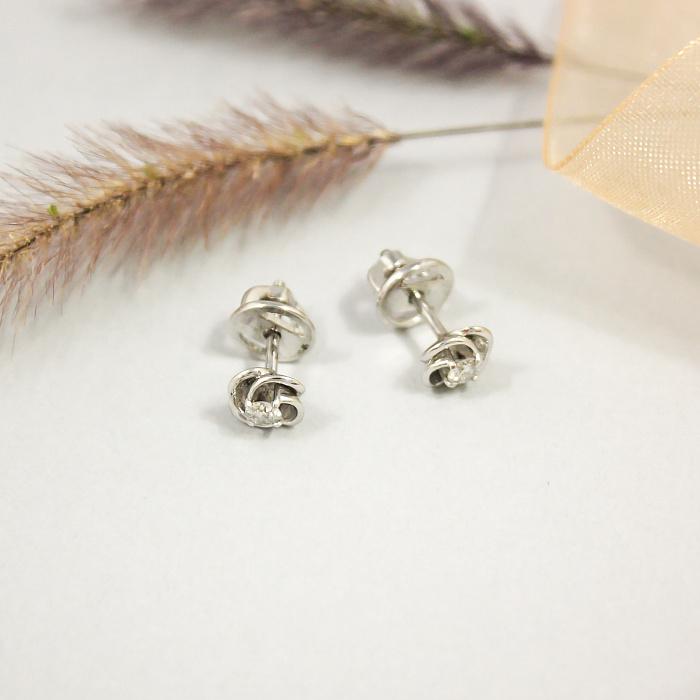 Золотые серьги-пуссеты Вихрь лепестков в белом золоте с бриллиантами, 0,17ct 000082232